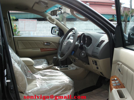 2009 toyota fortuner front seat