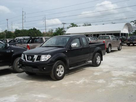 Images (Pics) of new and used Extra Cab Nissan Navara from Thailand's and Dubai's top new and used Nissan Navara Single, Extra and Double Cab dealer and exporter Soni Motors